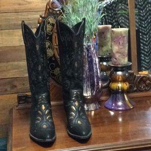 Monroe & Main cowgirl boots